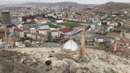 verdens største underjordiske by i kappadokien, verdens største underjordiske by i nevsehir, underjordiske byer i kappadokien, cappadocia underjordiske byer, oplevelser i nevsehir, oplevelser i kappadokien, oplevelser i cappadocia, seværdigheder i kappadokien
