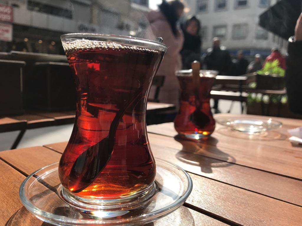 fakta om tyrkisk te, tyrkiske drikke, den tyrkiske te, tyrkisk gæstfrihed, tyrkisk te historie