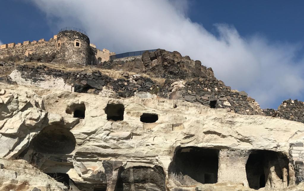 Kayasehir underjordisk by i nevsehir 1024x644 - Kayasehir - den største underjordiske by i Tyrkiet
