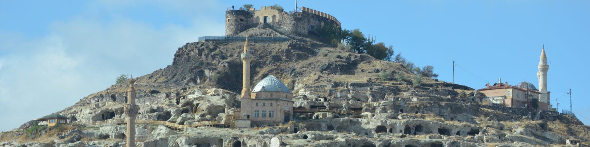 største underjordiske by i tyrkiet, største underjordiske by i kappadokien, største underjordiske by i nevsehir, oplevelser i kappadokien, oplevelser i cappadocia, oplevelser i nevsehir, nevsehir borgen, kayasehir borgen, kayasehir underjordisk by, underjordiske byer i kappadokien, underjordiske byer i cappadocia, hvornår åbner den største underjordiske by i kappadokien,